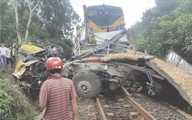 兩車相撞致北南鐵路中斷