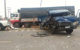6輛汽車連環相撞事故現場。(圖片來源:互聯網)
