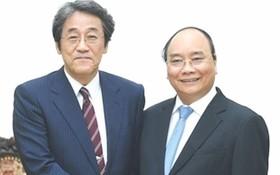 阮春福總理接見梅田‧ 邦夫大使。(圖源:互聯網)