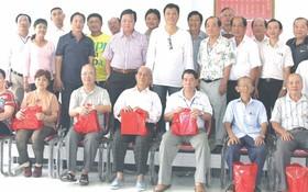 梁氏宗祠理監事會與70歲以上的長者合照。