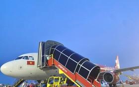 越捷在內牌機場自行提供地面服務。