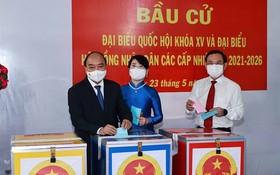 國家主席阮春福在胡志明市選舉區投票。(圖源:越通社)