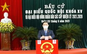 國會主席王廷惠在海防市投票。(圖源:越通社)
