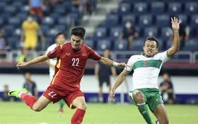 阮進靈超過印尼後衛射門把球打入網(图源:互联网)