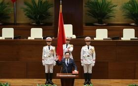 第十五屆國會主席王廷惠進行宣誓儀式。