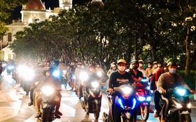 阮惠步行街晚上熙熙攘攘。(圖源:武鳳)
