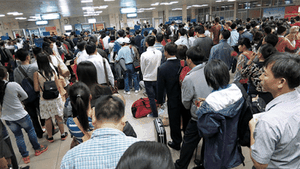 Ministry orders to reduce congestion in Tan Son Nhat airport's domestic terminal