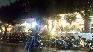 Eateries bustling with diners in Ho Chi Minh City