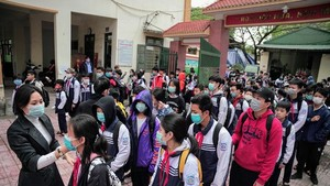 More than 2 million students come back to schools in Hanoi