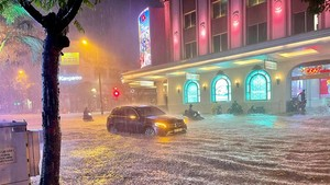 Torrential downpour submerges many streets in Hanoi