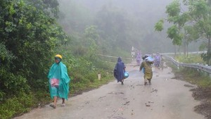 Intense rainfall pours down provinces from Thua Thien-Hue to Khanh Hoa