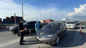 Covid-19 checkpoints at HCMC's gateways suspend operation