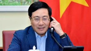 Deputy Prime Minister and Foreign Minister Pham Binh Minh during a phone call with Singaporean Foreign Minister Vivian Balakrishnan. Photo courtesy of the Ministry of Foreign Affairs.
