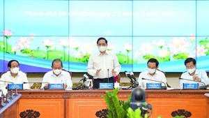 Newly-elected PM has first meeting with HCMC's leaders