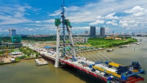 Thu Thiem Bridge 2 is nearly more than 70% complete.