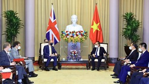 President Nguyen Xuan Phuc (right) and First Secretary of State and Secretary of State for Foreign, Commonwealth and Development Affairs of the UK Dominic Raab (Photo: VNA)