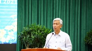 Vice chairman of the People's Committee of HCMC Vo Van Hoan speaks at the conference. (Photo: SGGP)