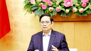 Prime Minister Pham Minh Chinh chairs the meeting on October 16 (Photo: VNA)