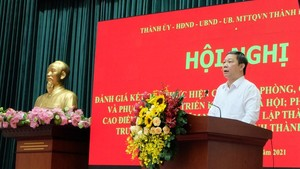Vice chairman of the People's Committee of HCMC Duong Anh Duc speaks at the meeting. (Photo: SGGP)