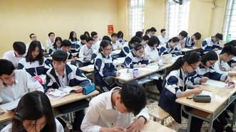 Học sinh, sinh viên lo lắng học phí sẽ tăng. Ảnh: VIẾT CHUNG