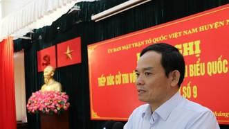 Ứng cử viên Trần Lưu Quang trình bày chương trình hành động trước cử tri huyện Nhà Bè (TPHCM) vào ngày 7-5. Ảnh: MAI HOA