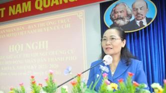 Ứng cử viên Nguyễn Thị Lệ trình bày chương trình hành động. Ảnh: CAO THĂNG
