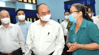 Chủ tịch nước Nguyễn Xuân Phúc tiếp xúc cử tri huyện Củ Chi. Ảnh: VIỆT DŨNG