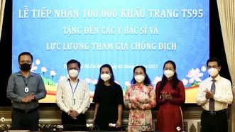 HĐND TPHCM tiếp nhận 100.000 khẩu trang TS95 do kiều bào tặng các lực lượng chống dịch Covid-19