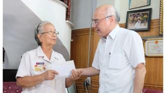 Lãnh đạo TPHCM thăm, chúc tết các gia đình chính sách và hộ dân bị ảnh hưởng bởi dịch Covid-19