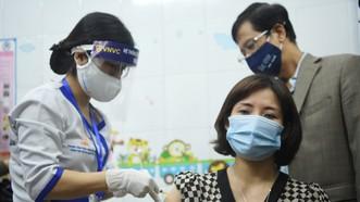 Đang triển khai tiêm vaccine Covid-19 tại TPHCM, Hà Nội và Hải Dương