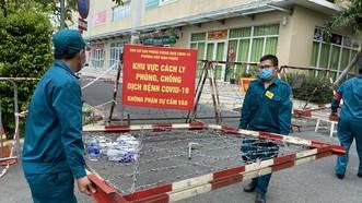 Phong tỏa chung cư Sunview Tơn, trưa 18-5. Ảnh: CAO THĂNG