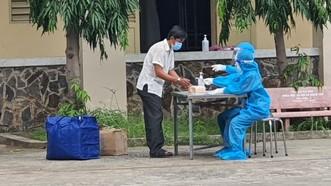 Bệnh nhân làm thủ tục xuất viện