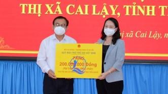 Phó Chủ tịch nước Võ Thị Ánh Xuân trao tặng 200 triệu đồng cho trẻ em có hoàn cảnh đặc biệt khó khăn trên địa bàn tỉnh Tiền Giang