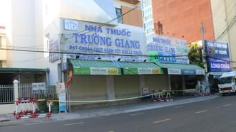 Khu vực nhà thuốc Trường Giang (TP Phan Thiết) tạm thời bị phong tỏa để phòng dịch Covid-19