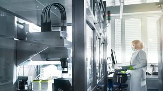 Một công đoạn sản xuất vaccine Covid-19 của hãng BioNTech