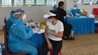 Bộ Y tế yêu cầu tăng tốc tiêm chủng, tiêm tất cả người từ 18 tuổi trở lên