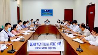 GS.TS Phạm Như Hiệp, Giám đốc Bệnh viện Trung ương Huế chủ trì cuộc họp bàn xây dựng, thiết lập hoạt động Trung tâm hồi sức Covid-19 Trung ương Huế tại TPHCM  