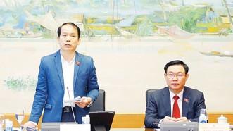 Đại biểu Hoàng Thanh Tùng phát biểu ý kiến về dự án Luật Kinh doanh bảo hiểm (sửa đổi)