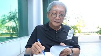 Nhà văn Lê Văn Nghĩa trong buổi ra mắt hội đồng chuyên môn thuộc Hội Nhà văn TPHCM