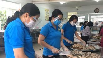 Kỷ niệm 92 năm Ngày Thành lập Công đoàn Việt Nam (28-7-1929 - 28-7-2021): Đồng hành công nhân vượt khó