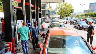 Xếp hàng dài chờ đổ xăng ở Lebanon