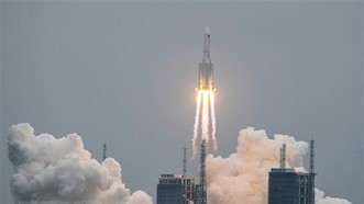 Tên lửa Trường Chinh 5B của Trung Quốc, mang theo trạm không gian Thiên Hòa vào quỹ đạo, rời bệ phóng tại Trung tâm phóng tàu vũ trụ Văn Xương, tỉnh Hải Nam ngày 29-4-2021. Nguồn: TTXVN