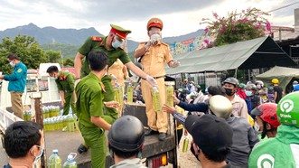 Miền Trung: Hỗ trợ thêm nhiều người dân từ TPHCM và các tỉnh phía Nam về quê