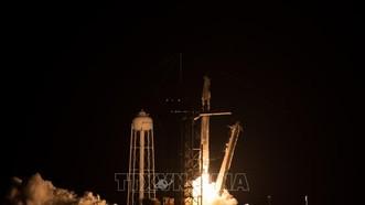 Tàu Crew Dragon mang theo các phi hành gia rời khỏi bệ phóng tại sân bay vũ trụ Kennedy ở Florida (Mỹ), ngày 23-1-2021, trong hành trình tới Trạm vũ trụ quốc tế ISS. Ảnh tư liệu: TTXVN