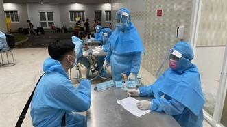 Lực lượng y tế Bình Dương truy vết, tư vấn cho các trường hợp cách ly tập trung