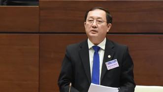 Bộ trưởng Bộ KH-CN Huỳnh Thành Đạt tiếp thu nhiều nội dung vừa được Quốc hội cho ý kiến chiều nay, 26-10. Ảnh: QUANG PHÚC