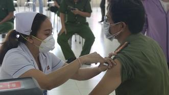 Công an TPHCM triển khai tiêm vaccine Covid-19 cho cán bộ, chiến sĩ