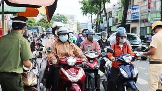 Giao thông tại chốt kiểm soát quận Gò Vấp. Ảnh: C.T