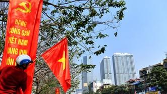 """Đường phố Hà Nội """"thay áo mới"""" chào mừng Đại hội Đảng lần thứ XIII"""