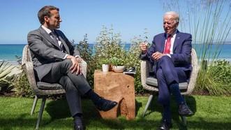 Tổng thống Mỹ Joe Biden và người đồng cấp Pháp Emmanuel Macron tham dự cuộc họp song phương bên lề Hội nghị thượng đỉnh G7 ở Vịnh Carbis, Cornwall. Ảnh: REUTERS